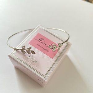 Fashion bracelet / silver color